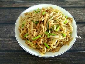 蒜苔炒饼丝