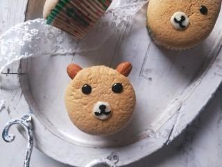 小熊纸杯蛋糕,很萌。很可爱吧。