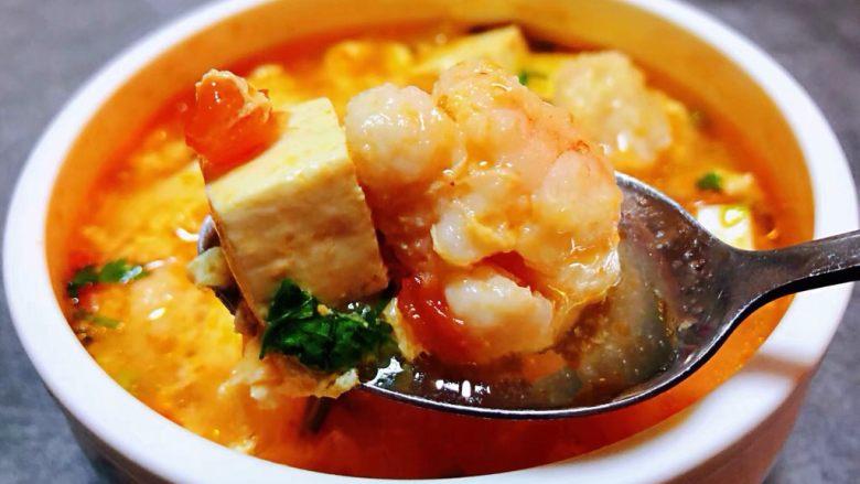 虾滑番茄豆腐蛋花羹,虾滑入口鲜嫩爽口混搭着豆腐和番茄蛋花的香味简直就是一级棒的口感