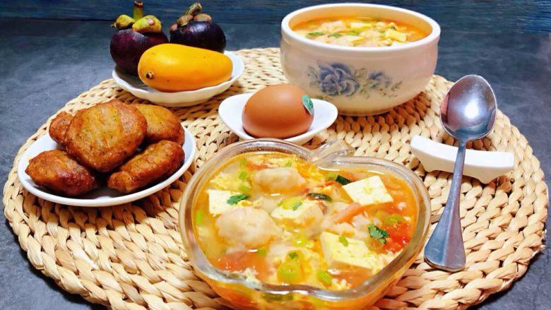 虾滑番茄豆腐蛋花羹,搭配鸡蛋、鲜虾饼和水果就是完美的标配早餐