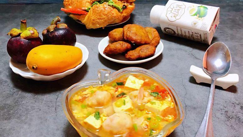虾滑番茄豆腐蛋花羹,每天给家人用心的做早餐看着他们开心的吃着美味真是一种享受哦