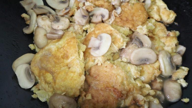 嫩笋煎蛋,等汤汁收干即可出锅