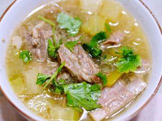 羊肉萝卜汤(鲜嫩可口),我个人是把其煮出来后,最后放的,味道很鲜也不错