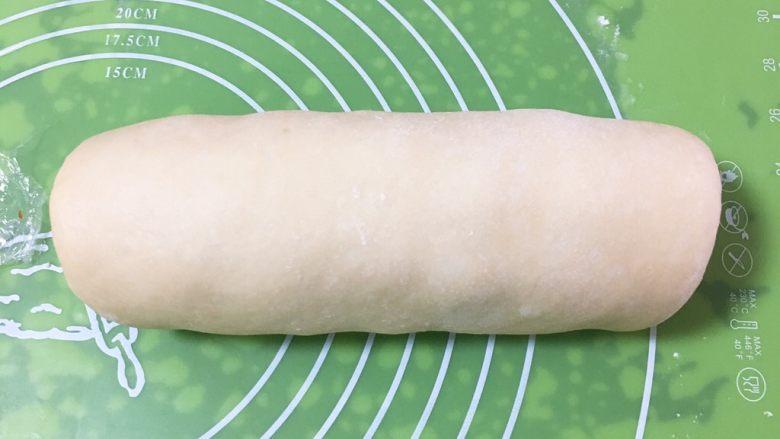 葡萄吐司面包,顺势卷起来。