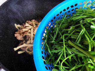 里脊肉香干水芹菜,加入水芹菜