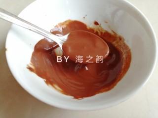 象形豆沙蘑菇包,可可粉用一点点水调开,调成浓稠的状态