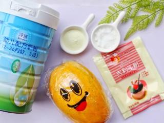 木瓜奶冻,食材:鲜木瓜1个,澳优淳璀有机奶粉15g,吉利丁粉10g,细砂糖5g。
