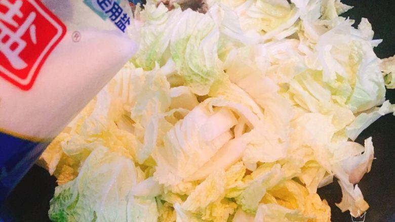 螃蟹白菜汤,加入适量盐