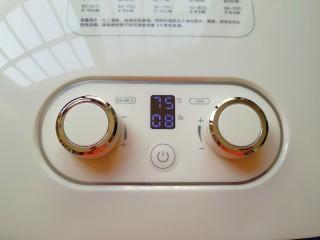菠萝花,设定好时间8个小时,温度75度,就不用管了(干果机的时间和温度根据水果的厚度调整)时间到干果机会自动停止加热。