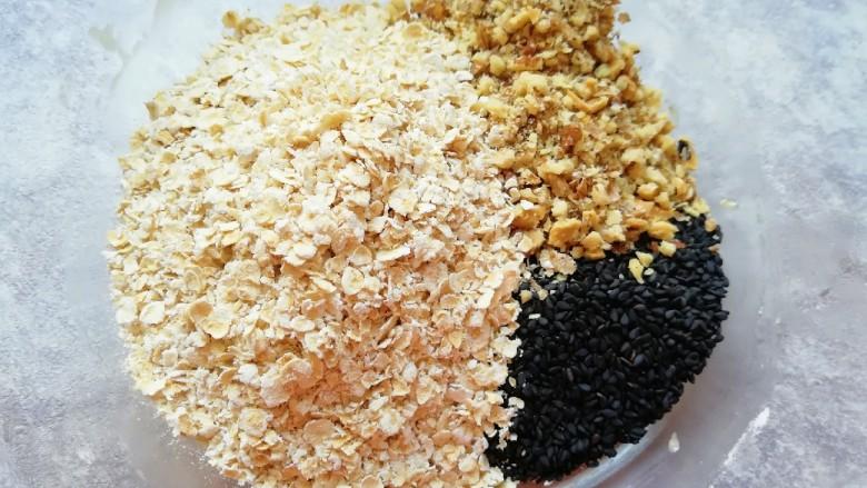 麦片芝麻核桃酥,加入燕麦片、黑芝麻和核桃仁。