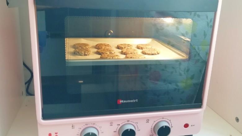 麦片芝麻核桃酥,上下管165度烤20分钟。
