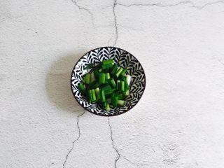 淡菜冬瓜汤,香葱洗净切圈备用