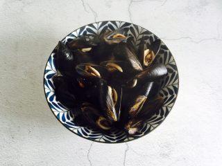 淡菜冬瓜汤,盛在汤碗中