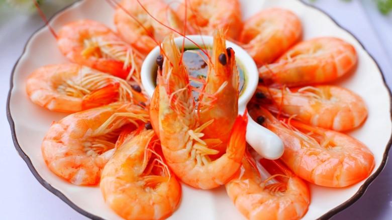 鲜嫩无比的白灼虾,好吃到停不下来。