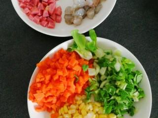 炒饭,全部切好,备用,颜色美极了。