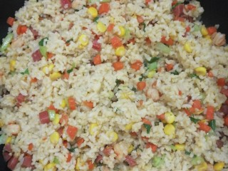 炒饭,炒好的米出锅咯
