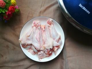 青椒烧鸭块,准备鸭腿洗干净备用