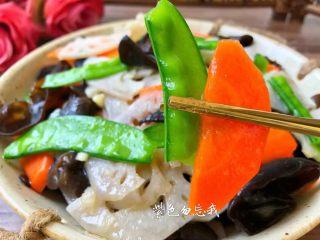荷塘小炒,美味的荷塘小炒做好了,是不是特别诱人。