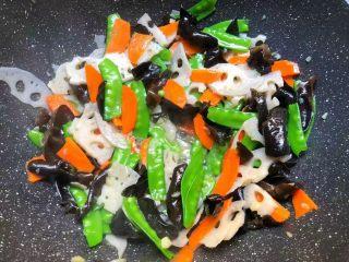 荷塘小炒,再加入少许鸡精和少许白糖翻炒均匀,即可出锅。