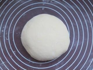 养胃山药饼,和成一个偏软的面团。