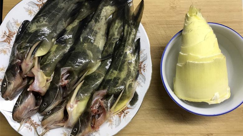 春笋汪丁鱼汤,准备好材料。
