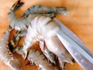 油闷大虾,用剪刀开背,我觉得剪刀更方便