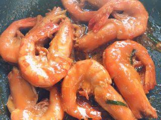 油闷大虾,把汤都收了变粘稠就好了