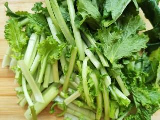 苔菜豆腐虾皮鲜汤,苔菜切段
