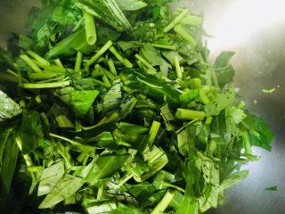 蒜蓉空心菜,切成小段备用