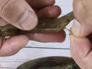 蒜蓉蒸双拼,颜值爆表味道鲜美,易看易学,虾开背,取出虾线