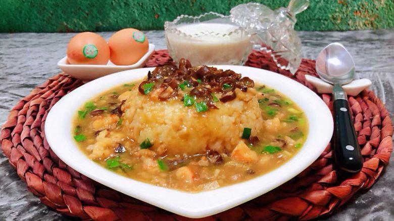 海肠虾仁盖饭,搭配鸡蛋和鲜奶一起吃就是标配的营养早餐