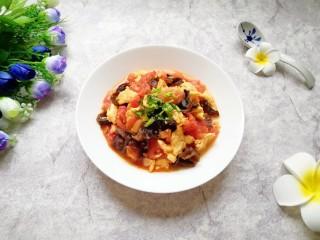西红柿木耳炒鸡蛋,好吃有营养的家常菜。