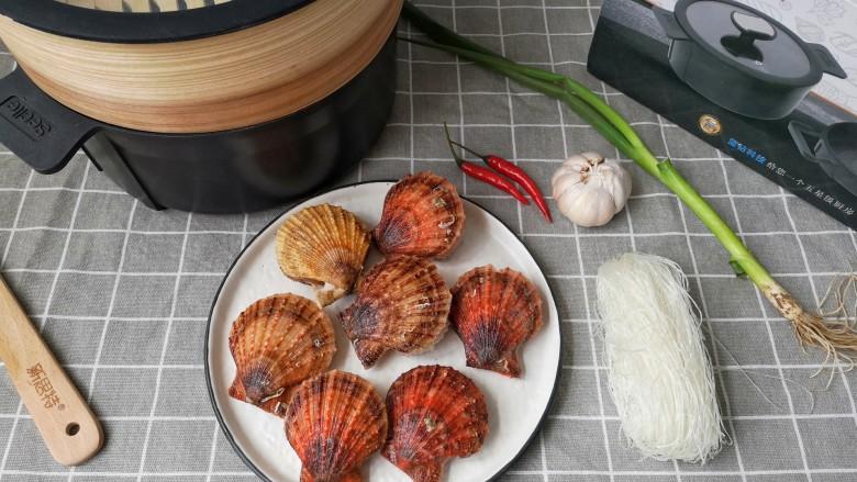 蒜蓉粉丝蒸扇贝,准备食材。