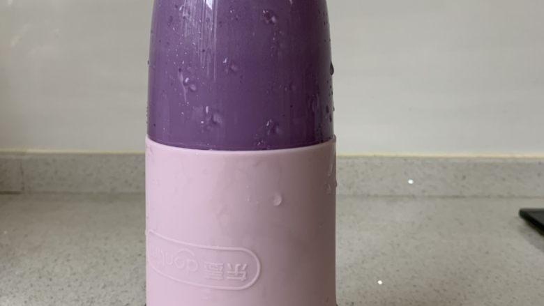紫薯牛奶小方,一起放入果汁机(椰蓉除外)