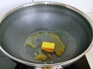 咖喱鸭血粉丝汤,再加入咖喱块。