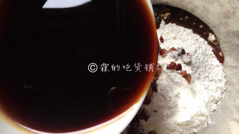 红枣红糖快手发糕,再加入红糖水。