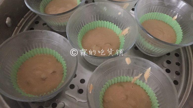 红枣红糖快手发糕,开水上锅,蒸20分钟。