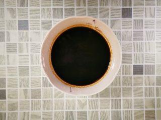 酒酿烧仙草水果杯,仙草粉加水,拌匀,煮沸后冷却