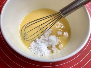 粗粮炉果,加入绵白糖和泡打粉,搅拌到糖融化。
