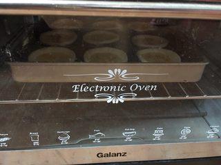 芒果蛋挞,放入预热的烤箱,180度20分钟,大约表面有点焦就可以了