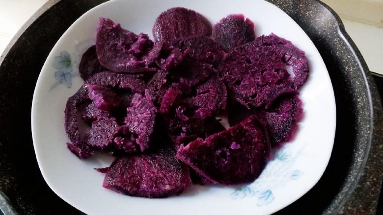 紫薯肉松三明治,大概蒸8分钟左右。