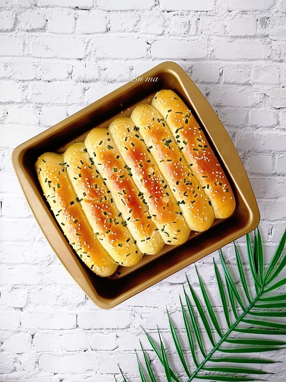 葱香肉松排包,又香又柔软的排包出炉咯~</p> <p>真的好吃!中间夹着肉松,咬开很惊喜
