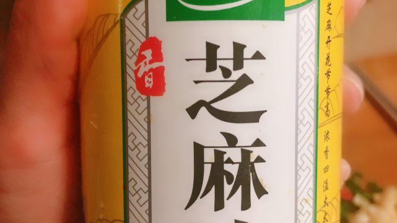 凉拌蒜苔,放芝麻油