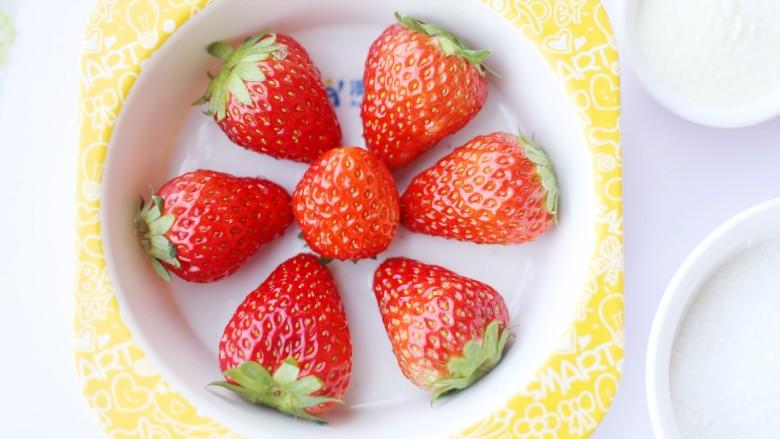 甜糯小可爱草莓大福,草莓去蒂。
