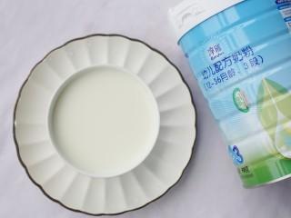 酥脆软滑的蛋奶吐司布丁,澳优淳璀有机奶粉按奶粉冲泡比例温水调成牛奶。