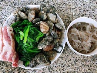 小白菜蚬子汤,准备原材料蚬子,猪肉、小白菜、粉条备用