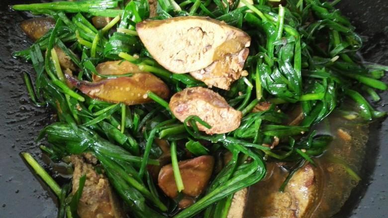 韭菜炒鸡肝,快速翻炒熟入味即可出锅