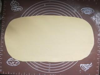 香煎花卷,擀成长方形面片