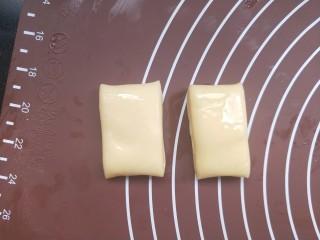 香煎花卷,取两段摞起来