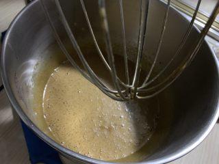 红枣蛋糕,加油搅拌